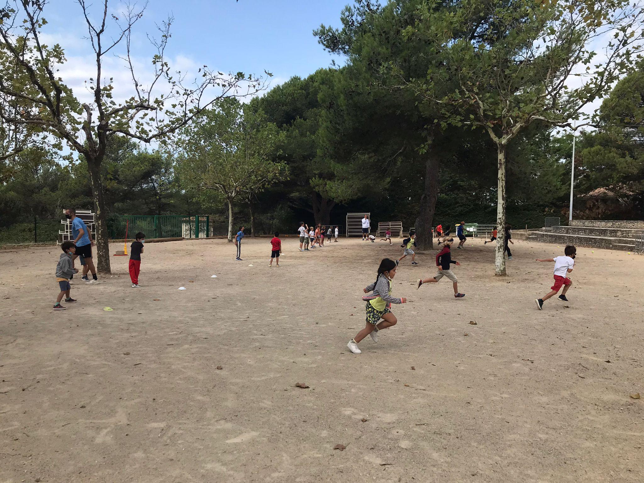 Photo d'enfants en train de participer aux mercredis du sport