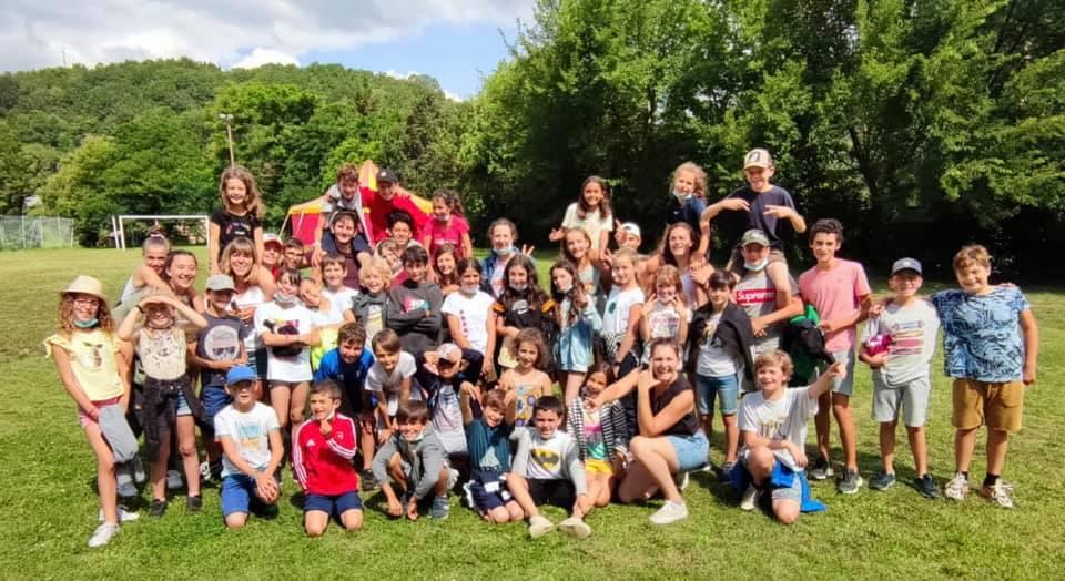 Photo de groupe du séjour d'été du service jeunesse