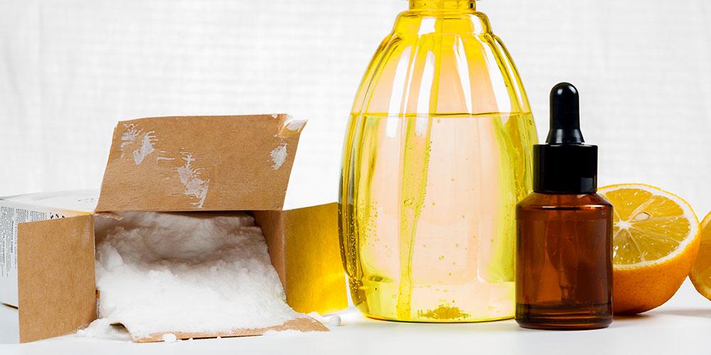 Photo de bicarbonate, récipients, orange pour les idées recette écolo