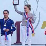 Photo de Camille Coulomb sur le podium au Championnat de France d'équitation