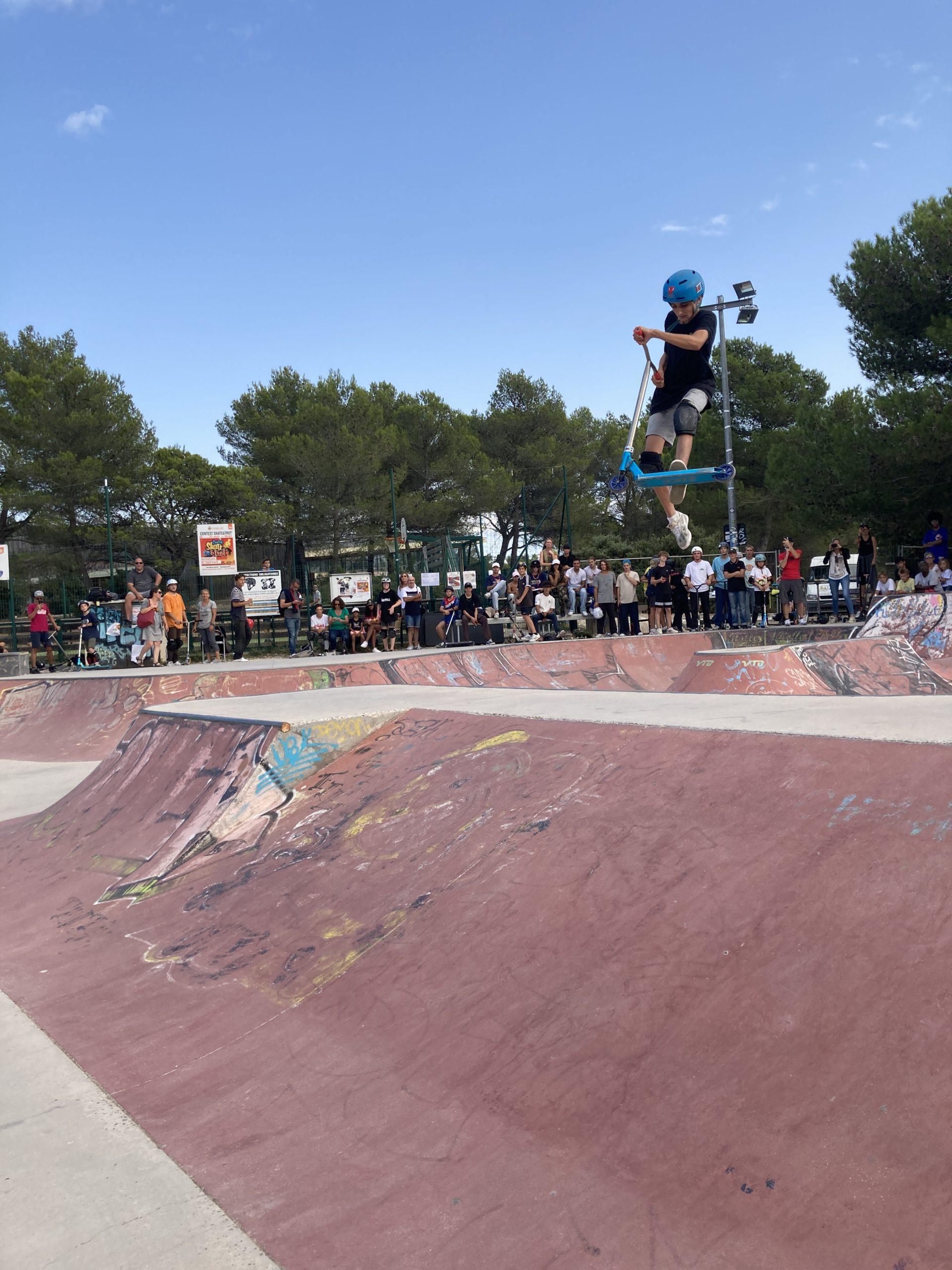 """Photo du Contest """"Skate & Trot"""" montrant un trottirider en action"""