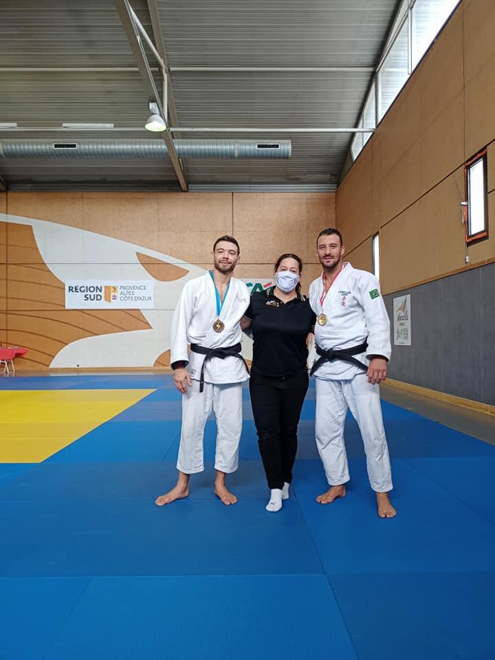 Photo des médaillés du JCV lors d'une championnat régional de Jujitsu
