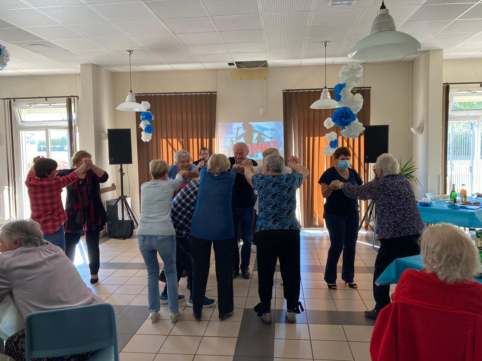 Photo du thé dansant organisé lors de la semaine bleue, semaine dédiée aux seniors
