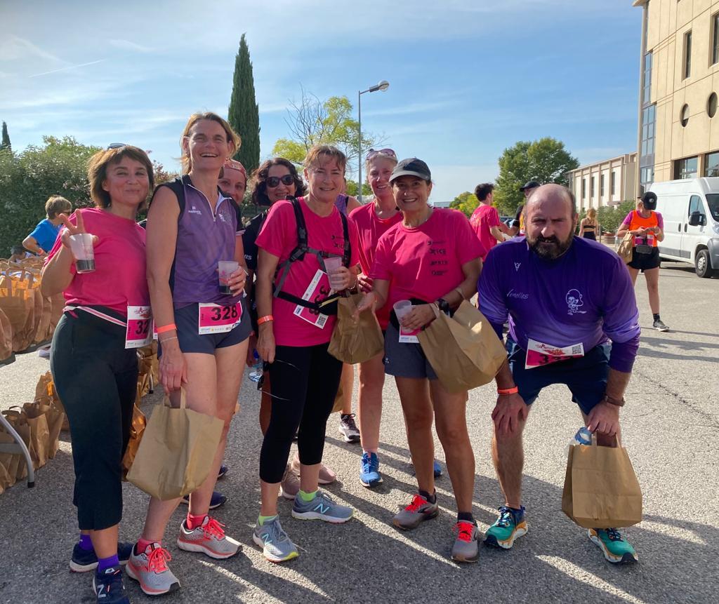 Photo de l'équipe du Speedy à la Foulée Ressource en faveur d'octobre rose
